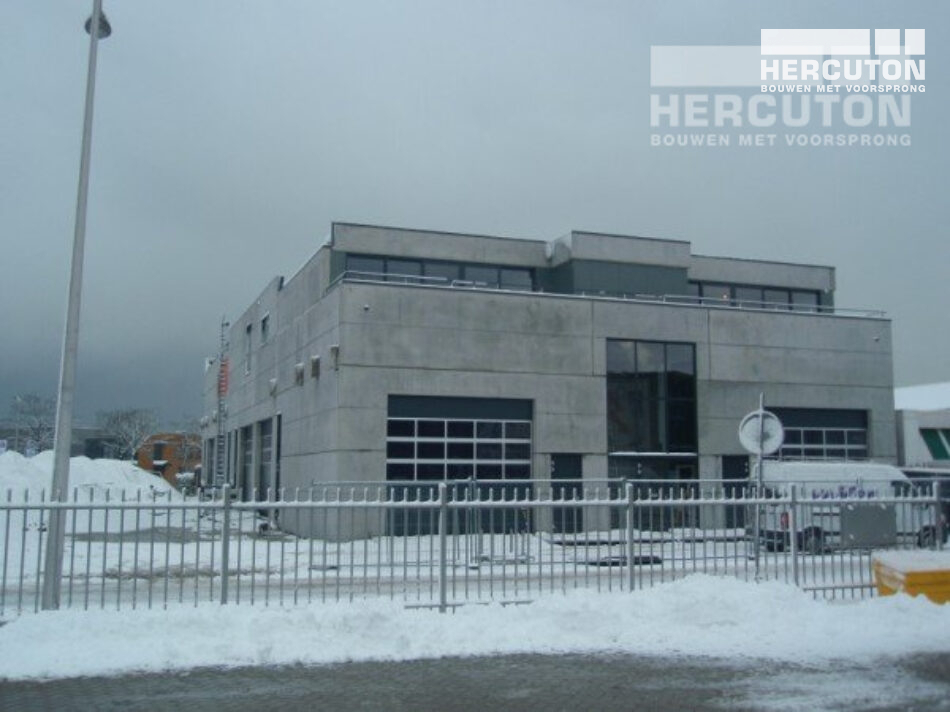 Bedrijfsverzamelgebouw met showroom Welvast III gebouwd door Hercuton in De Lier