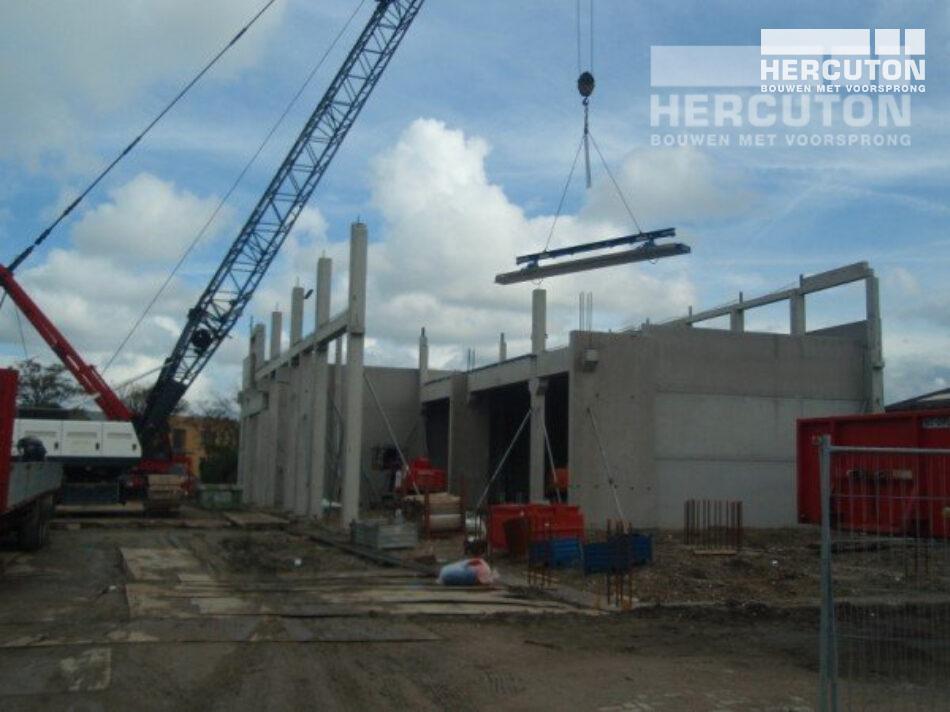 Hercuton heeft in De Lier een bedrijfsverzamelgebouw gebouw met showroom.