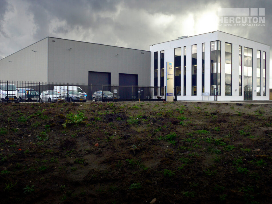 Nieuwbouw bedrijfspand Numafa Heinenoord - zijaanzicht