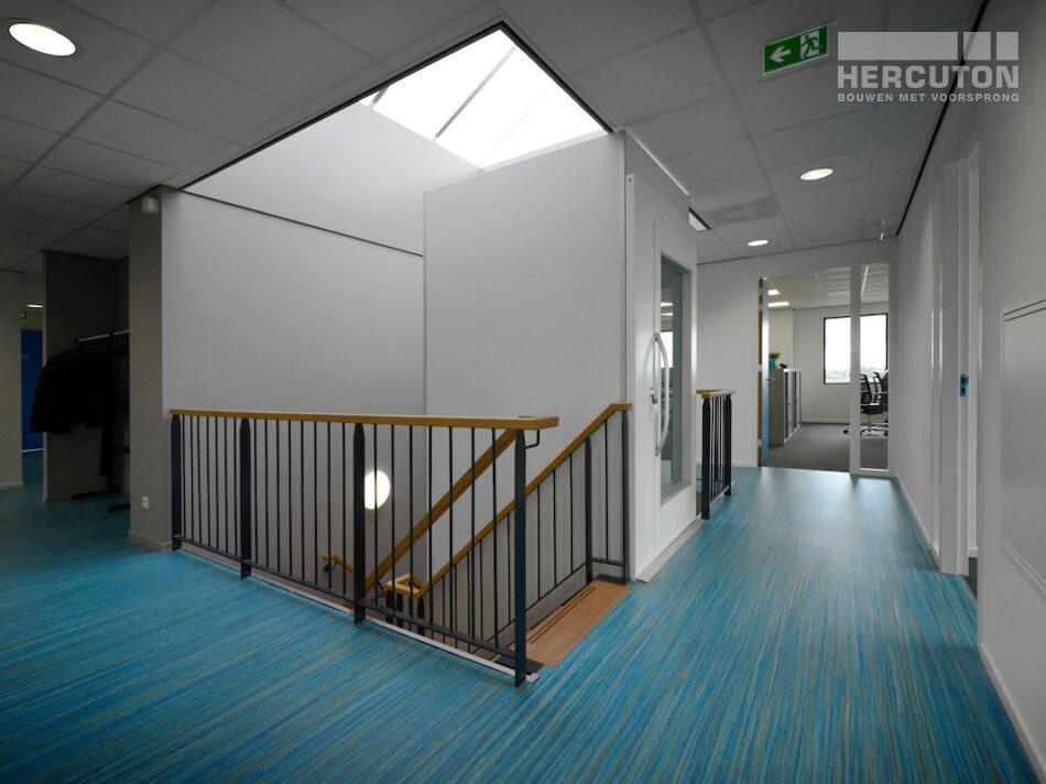 Nieuwbouw bedrijfspand Numafa Heinenoord - trappenhuis