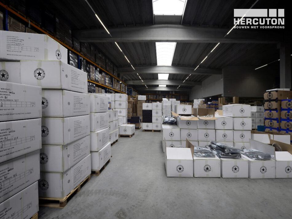 Hercuton heeft het bedrijfspand van Airforce in Zandvoort turn-key inclusief bestrating opgeleverd. - magazijn
