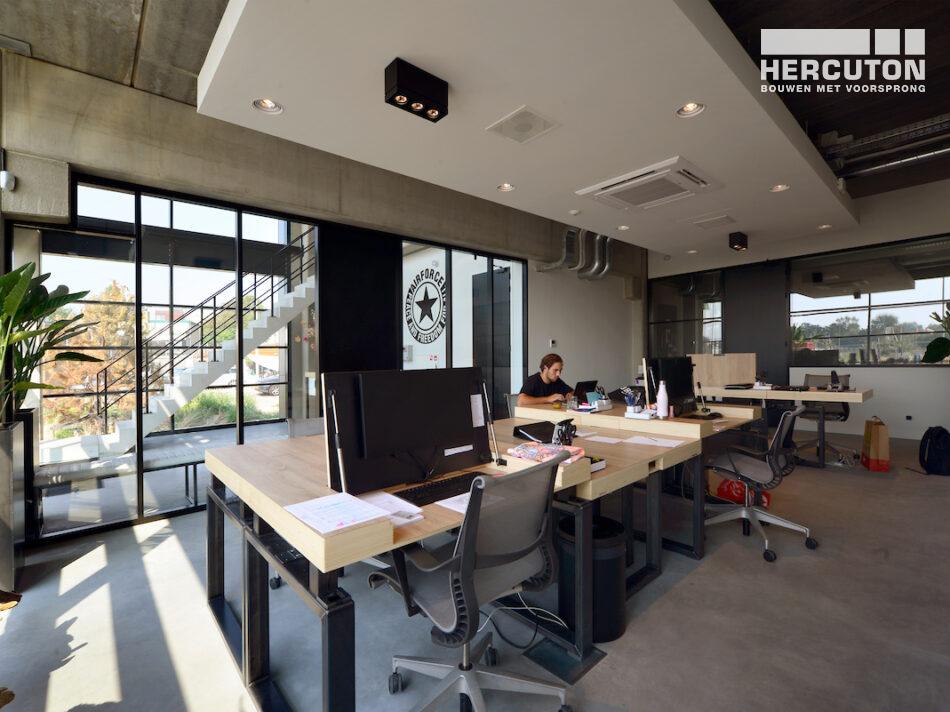 Hercuton heeft het bedrijfspand van Airforce in Zandvoort turn-key inclusief bestrating opgeleverd. - interieur
