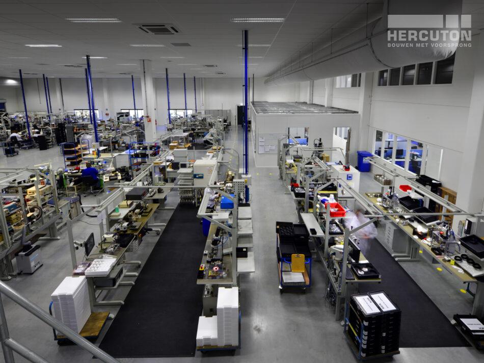 Hercuton heeft op bedrijventerrein Dordtse Kil III in Dordrecht een kantoor- en bedrijfsgebouw turn-key gerealiseerd. Deze ontwikkeling van Kadans Vastgoed uit Haaren is bestemd voor Allied Motion. Dit bedrijf ontwerpt en vervaardigt relatief kleine hoogwaardige elektromotoren voor medische, industriële en commerciële toepassingen. Bekijk project >