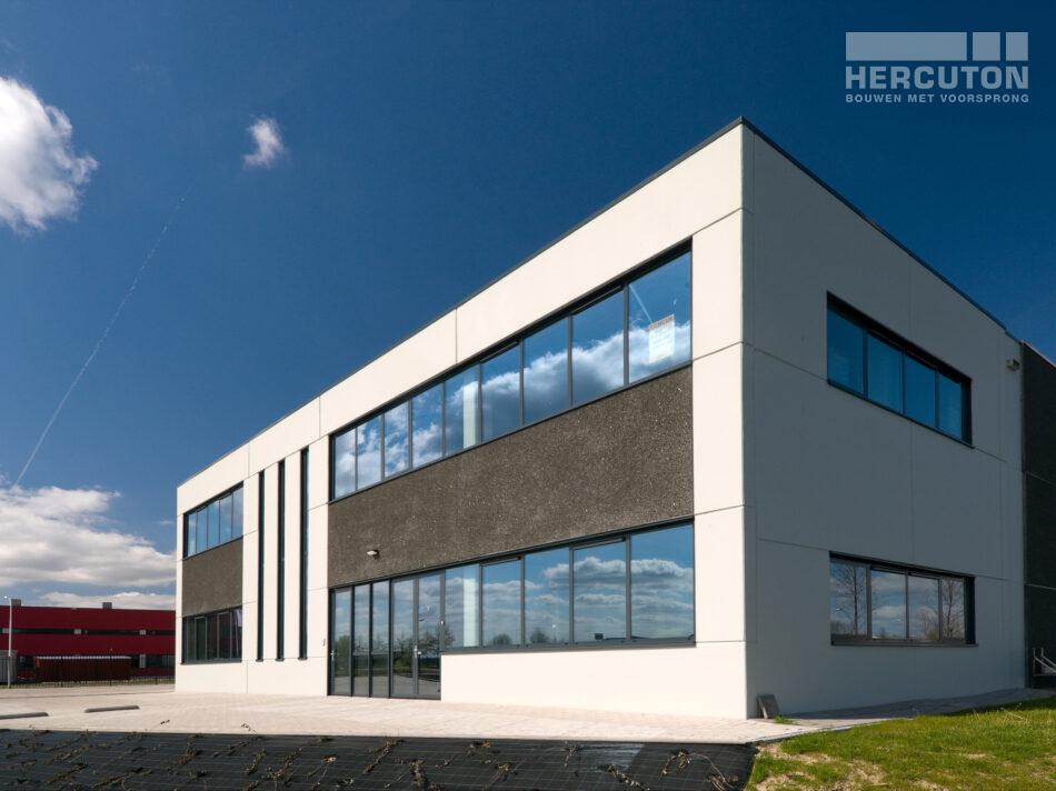 Nieuwbouw bedrijfsruimte met kantoor in loft architectuur