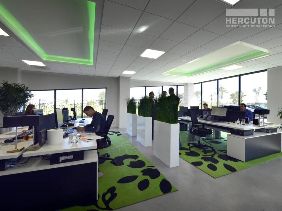 Hercuton heeft in Lelystad een nieuwe bedrijfsruimte met kantoor en dakterras gerealiseerd voor Aviocom. Een gedeelte van het pand wordt gebruikt voor de opslag van gevaarlijke stoffen.