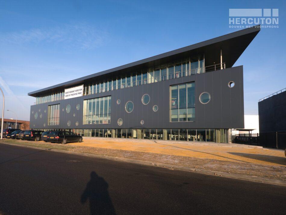 Hercuton realiseerde het kantoor met bedrijfsruimte voor Boost in Nieuwkuijk.