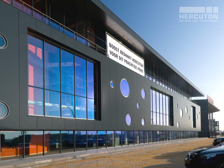 Hercuton realiseerde het kantoor met bedrijfsruimte voor Boost in Nieuwkuijk. voorgevel