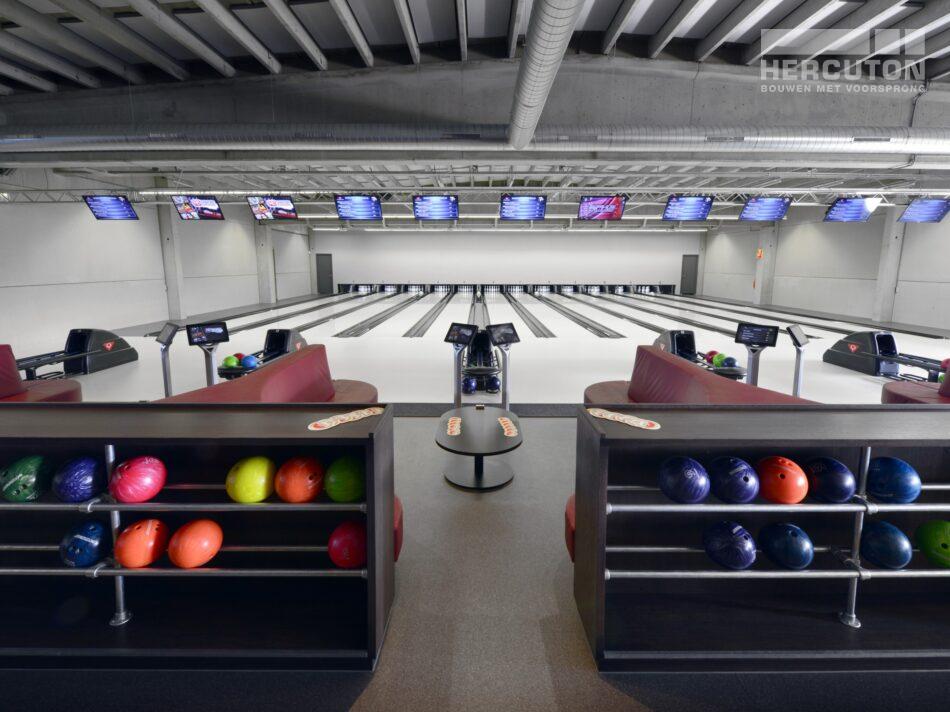Hercuton realiseerde Bowling Harderwijk met 12 bowlingbanen en een sfeervol restaurantgedeelte. - bowlingbanen