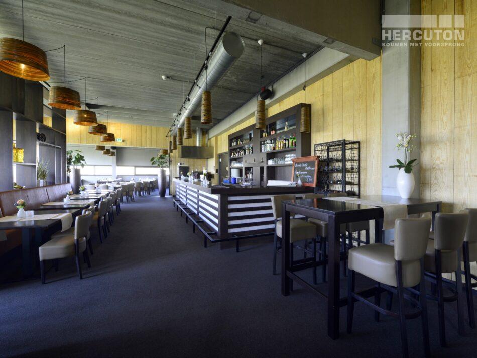 Hercuton realiseerde Bowling Harderwijk met 12 bowlingbanen en een sfeervol restaurantgedeelte. - interieur