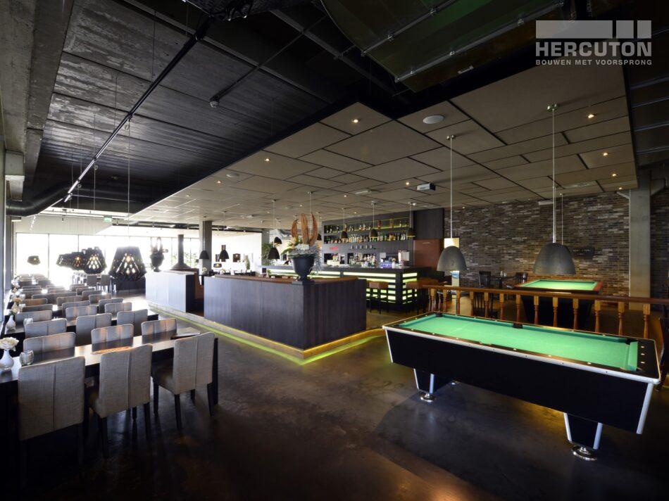 Hercuton realiseerde Bowling Harderwijk met 12 bowlingbanen en een sfeervol restaurantgedeelte.