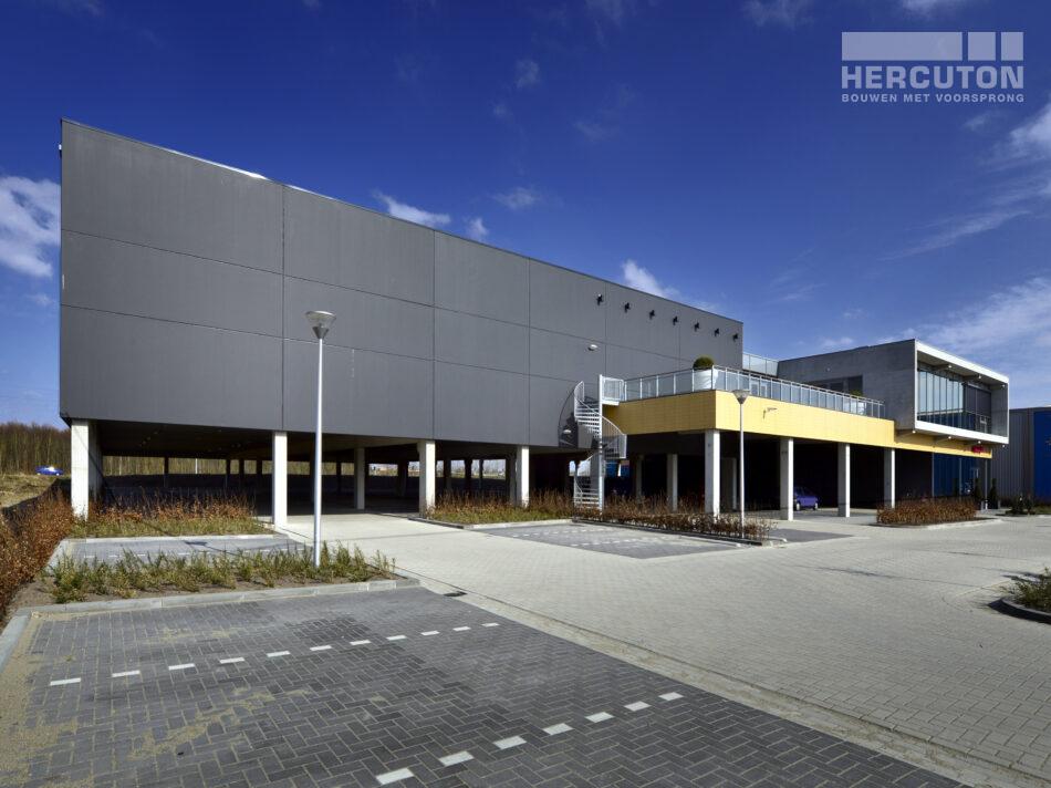 Nieuwbouw bowlingcentrum in Almere door Hercuton b.v.