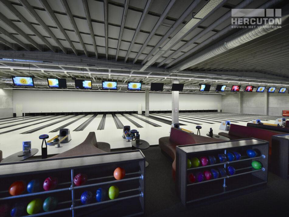 Bowlingcentrum Almere Hercuton in een tijdsbestek van slechts 2 jaar twee bowlingcentra gerealiseerd in Almere en Harderwijk. Opvallende panden met een robuuste, solide uitstraling. Gebouwd in semi-loft en voorzien van de modernste technieken.