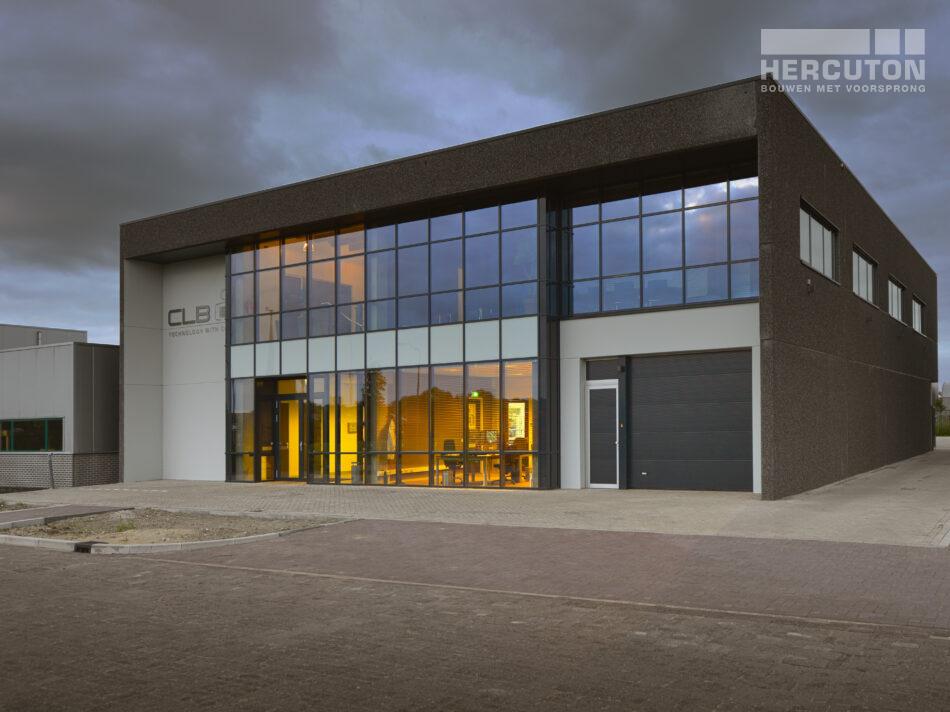 Voor CLB realiseerde Hercuton een kantoor met assemblageruimte. CLB is gespecialiseerd in de ontwikkeling, productie, installatie en service van geavanceerde unicare systemen.