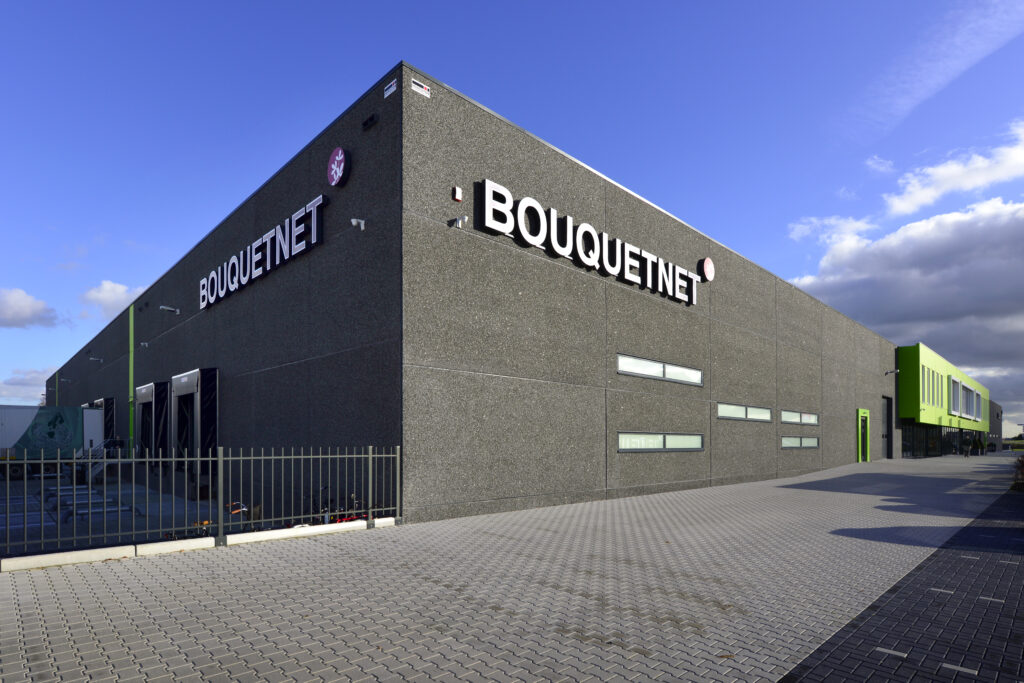 Bedrijfshal voor Celieplant / Bouquetnet door Hercuton b.v.