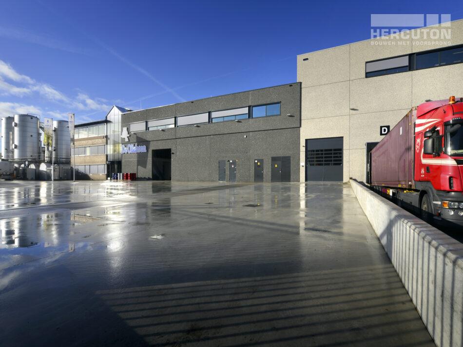 Buitenaanzicht pand nieuwbouw productie- en opslagruimte met kantoor De Oliebron, Hercuton b.v. uit Nieuwkuijk