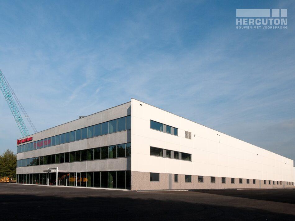Hercuton heeft middels een design & build opdracht de bedrijfsruimte van Dieseko gerealiseerd. In het pand zijn kraanbanen voorzien.