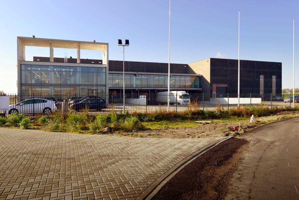 Nieuwbouw bedrijfspand Donghua International in Alkmaar gerealiseerd door Hercuton