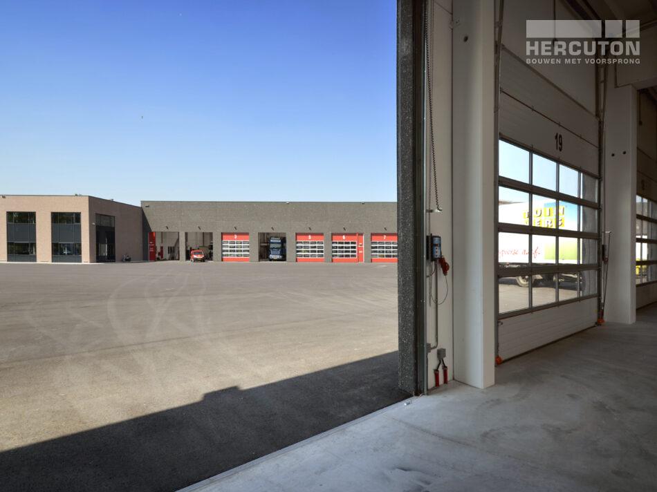 De gebouwoppervlakte van de tweede bedrijfsruimte bedraagt 1.000 m2. Het geheel is uitgevoerd in kleur Labrador 250 (antraciet-grijs).