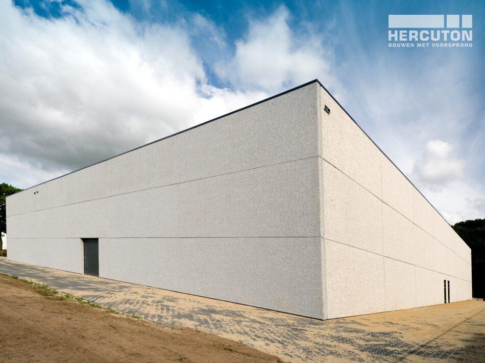 Hercuton heeft in Tilburg een distributiehal met kantoor gerealiseerd voor FLS, een gespecialiseerd transportbedrijf dat koeriersdiensten aanbiedt. - achtergevel