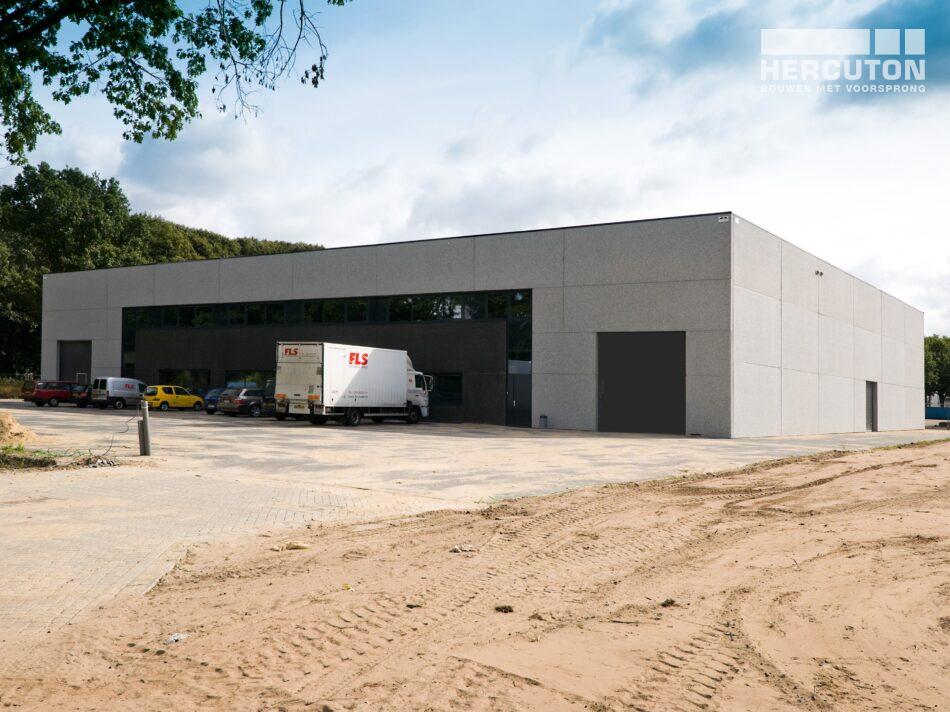 Hercuton heeft in Tilburg een distributiehal met kantoor gerealiseerd voor FLS, een gespecialiseerd transportbedrijf dat koeriersdiensten aanbiedt. - voorgevel