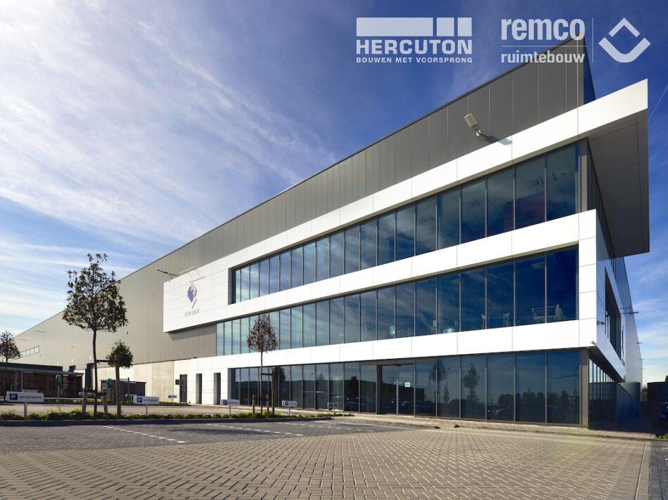 Bouwcombinatie Hercuton / Remco Ruimtebouw realiseerde turn-key een distributiecentrum van maar liefst 60.000 m2 voor Fetim Group. - gevel