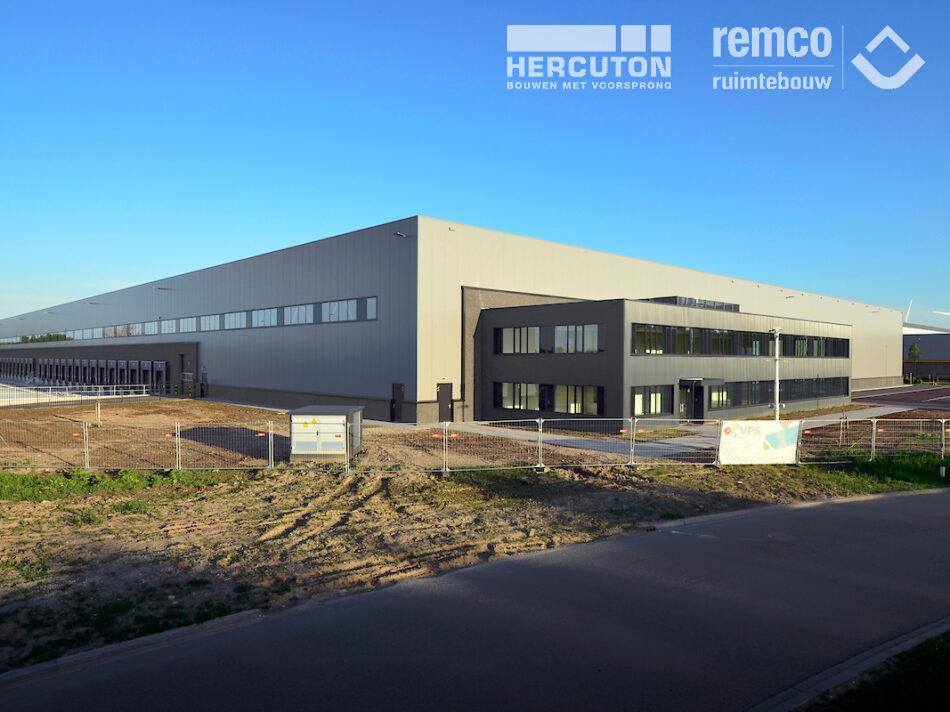 Het 20.640 m² tellende distributiecentrum op bedrijventerrein Gaasperwaard in Vianen is gebouwd door bouwcombinatie Hercuton - Remco Ruimtebouw