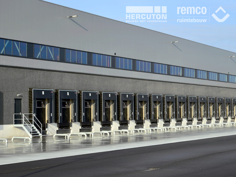 Het 20.640 m² tellende distributiecentrum op bedrijventerrein Gaasperwaard in Vianen is gerealiseerd door bouwcombinatie Hercuton - Remco Ruimtebouw