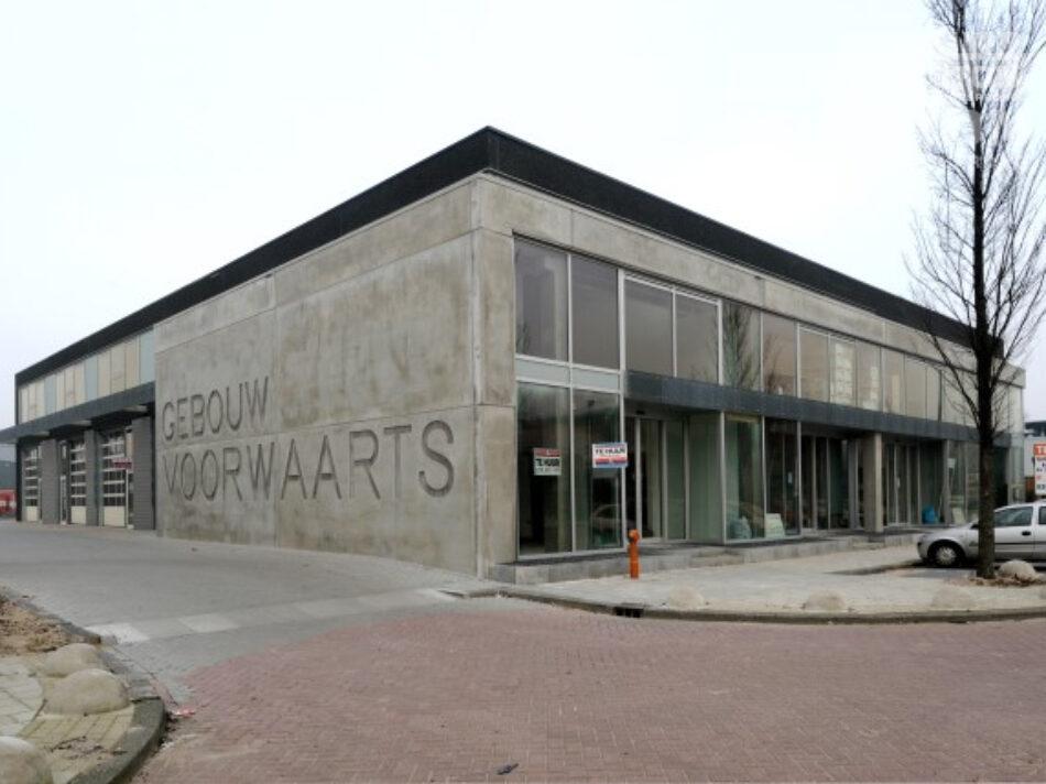 In Amsterdam-Noord heeft Hercuton bedrijfsverzamelgebouw Gedempd Hamerkanaal gerealiseerd - zijgevel
