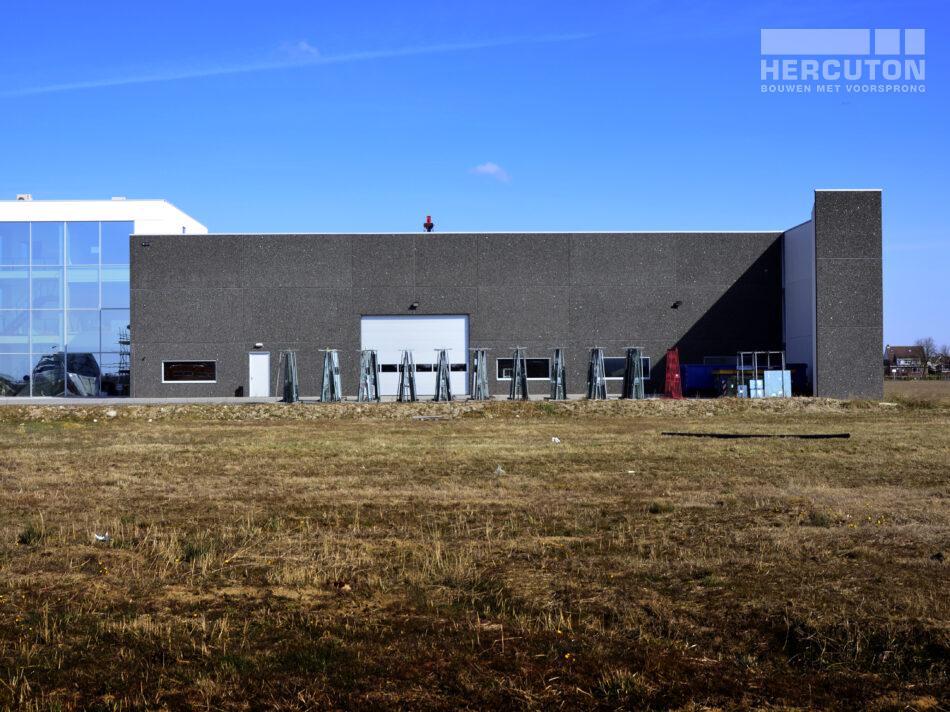 Hercuton heeft in Barendrecht een kantoor met bedrijfsruimte gerealiseerd voor Glashandel Emmery. Het gaat om een turn-key opdracht waarbij Hercuton de volledige ruwbouw incl. de afbouw van het kantoor, installaties, kraanbaan en infra heeft verzorgd.
