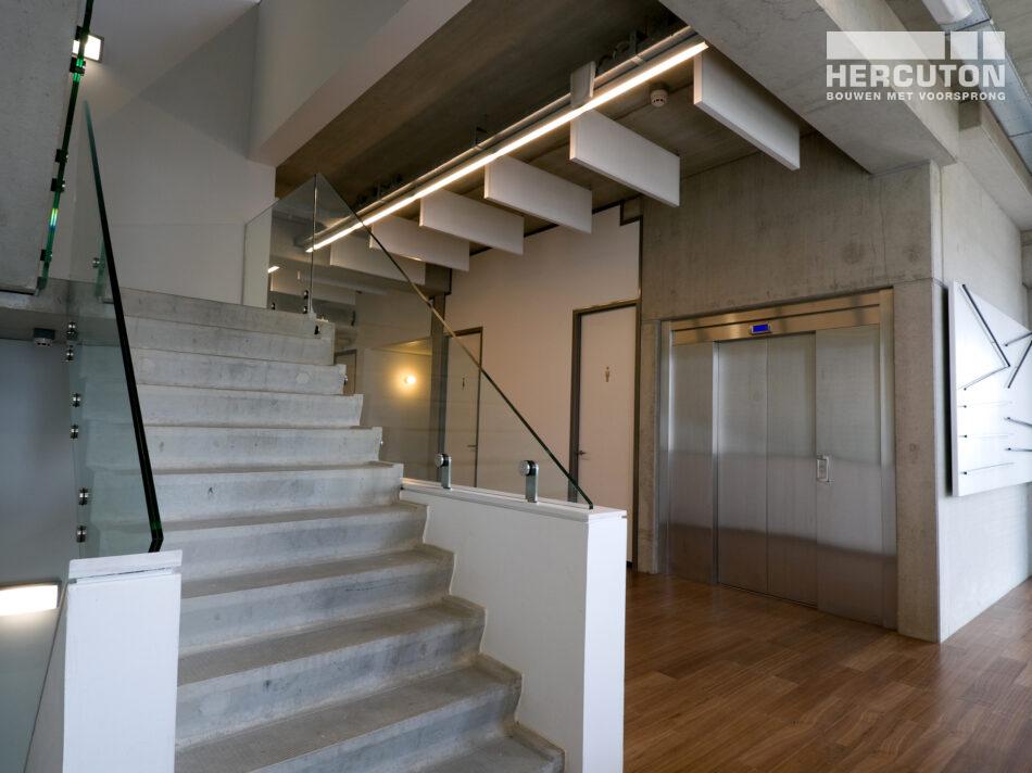 Kantoor met showroom Gouwelandelaan in Alphen aan den Rijn