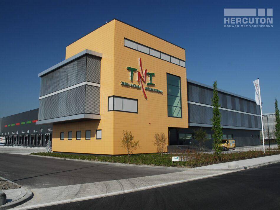 Hercuton heeft op bedrijventerrein Honderland te Maasdijk een verpakkings- en distributiecentrum van maar liefst 59.000 m2 voor Greenpack gebouwd.