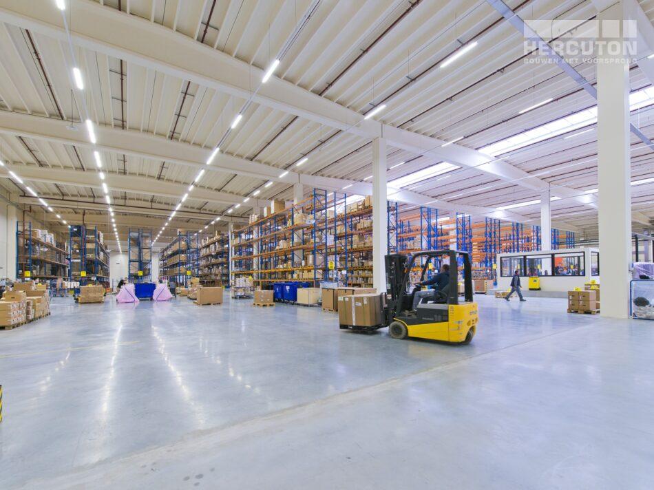 Hercuton realiseerde het state-of-the-art EMEA distributiecentrum met loft kantoor van Hitachi Vantara in Zaltbommel - distributiecentrum