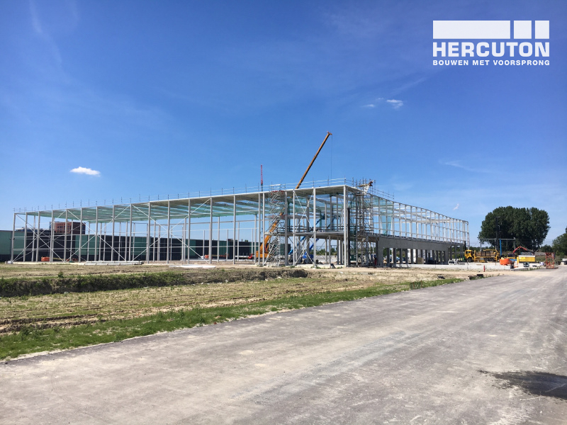 Montage staalconstructie distributiecentrum SEGRO Hoofddorp door Hercuton