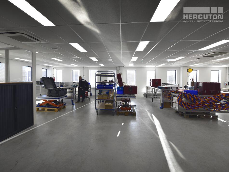 Nieuwbouw turn-key bedrijfshal met kantoor Louwman Groep / IHC Hytech Hercuton b.v.