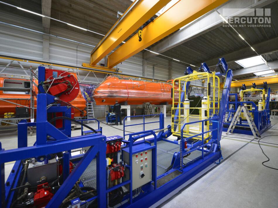 Nieuwbouw bedrijfshal met kantoor Louwman Groep / IHC Hytech