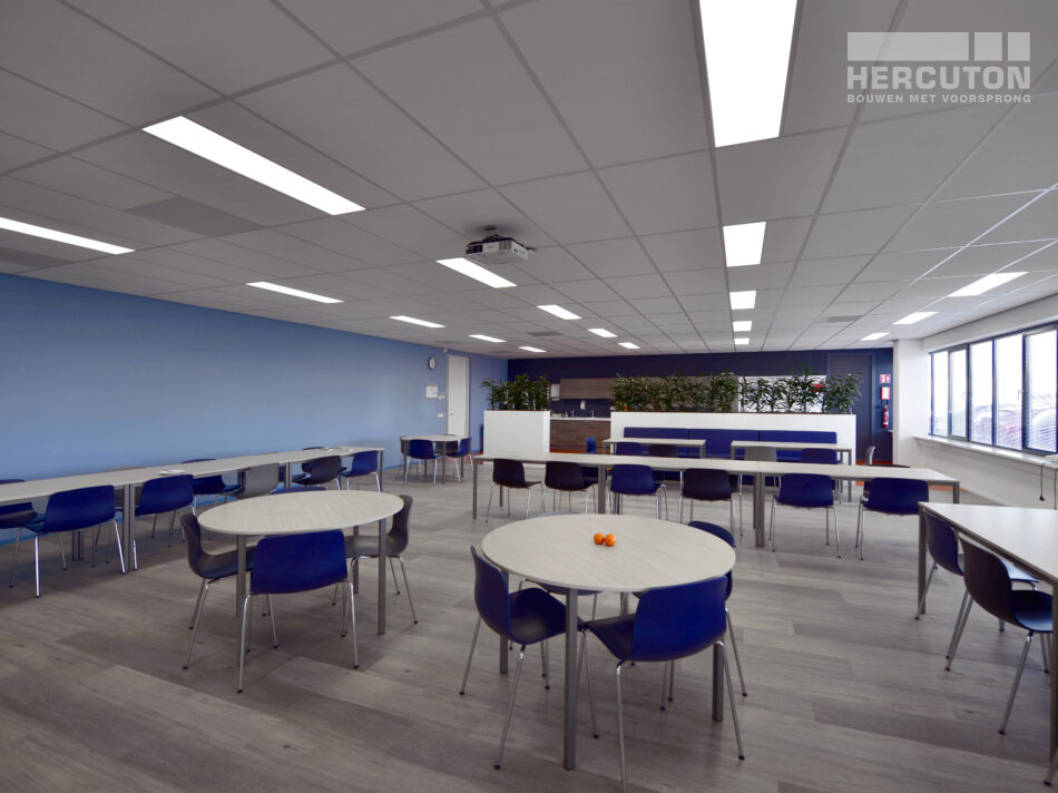Nieuwbouw turn-key bedrijfshal met kantoor Louwman Groep / IHC Hytech
