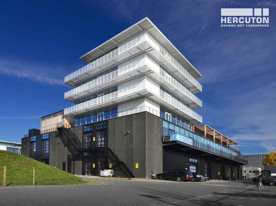 De door Hercuton turn-key opgeleverde panden zijn opgedeeld in diverse multifunctionele ruimtes voor bedrijven uit de creatieve sector.