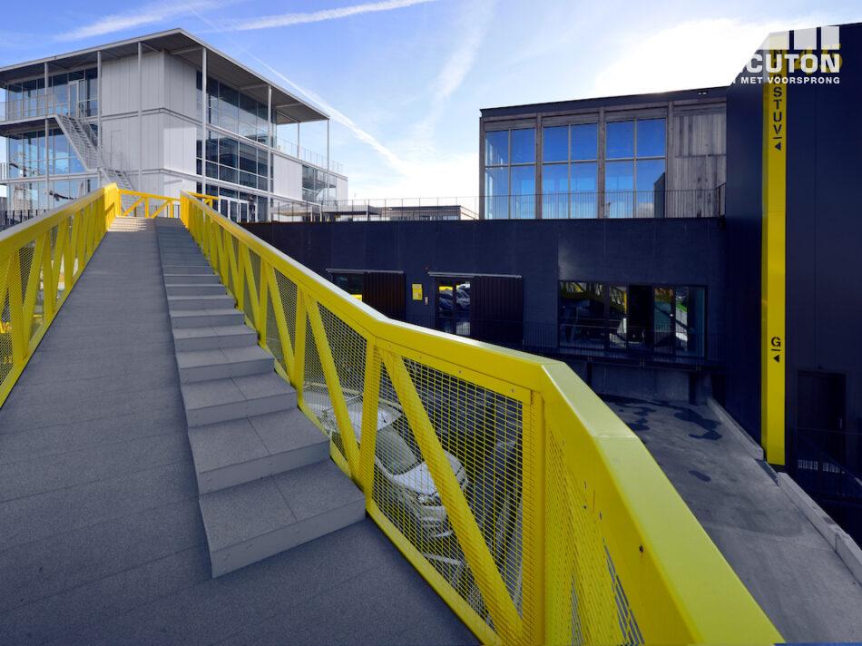 De gebouwen zijn conceptmatig gerealiseerd en turnkey gebouwd door Hercuton in prefab beton, staal én hout.