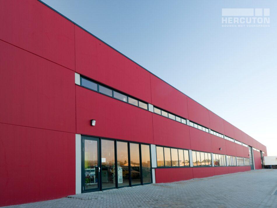 Hercuton heeft voor Insigne in Molenaarsgraaf een prachtige bedrijfsruimte met kantoor gerealiseerd. - achtergevel