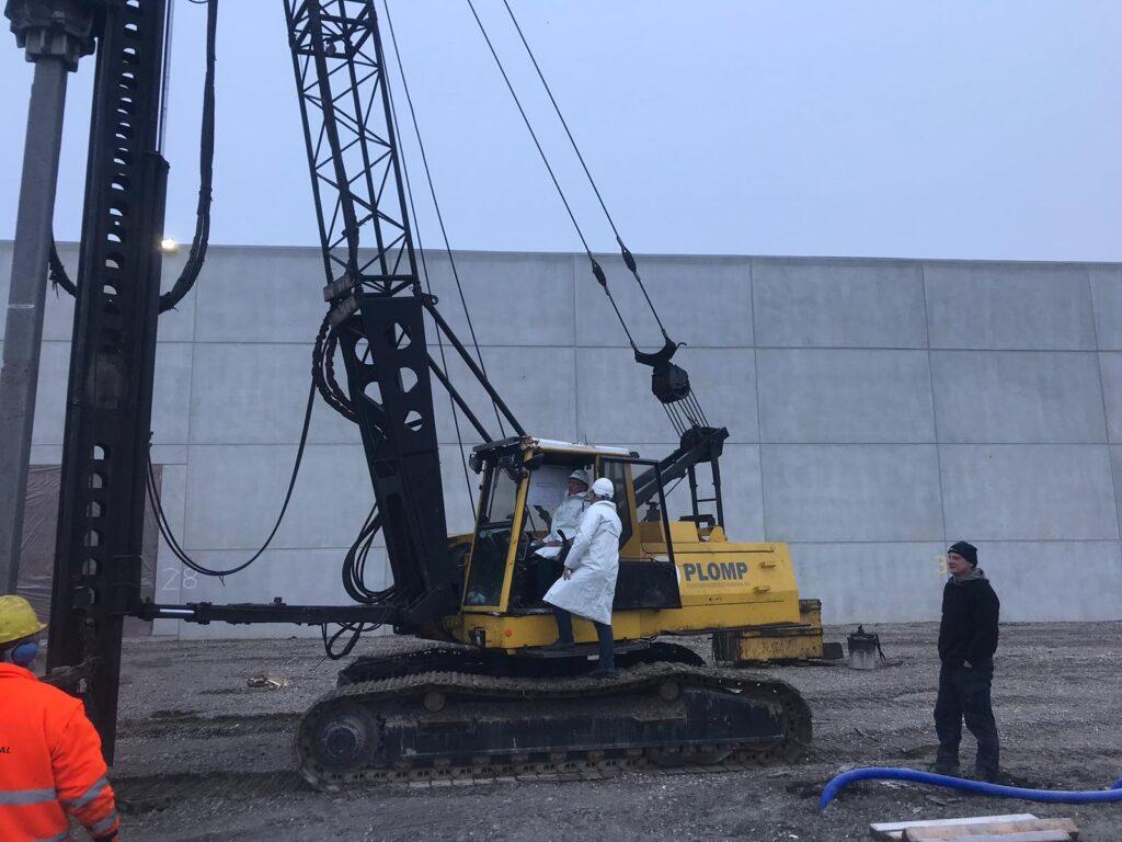 1e paal nieuwbouw opslag- en distributiehal Inter-Sprint Zeehavenweg Moerdijk