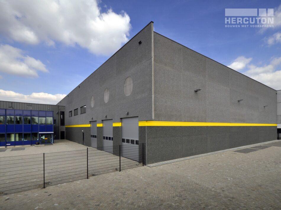 Ontwerp en realisatie van de opslaghal voor InterTyre in Moerdijk door Hercuton. - zijgevel