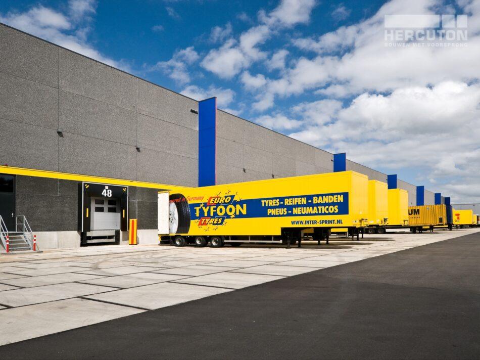 Hercuton realiseerde dit distributiecentrum voor Inter-Sprint Banden B.V. - docks