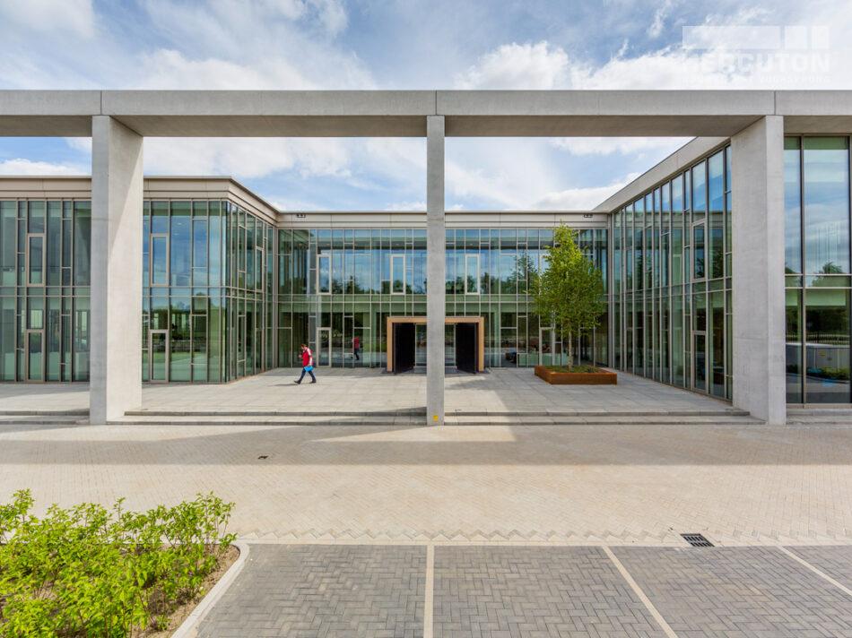 Hercuton realiseerde het kantoor met productiehal voor J.M. van Delft + zn. in Drunen. Het pand fungeert als gevelinspiratiecentrum.