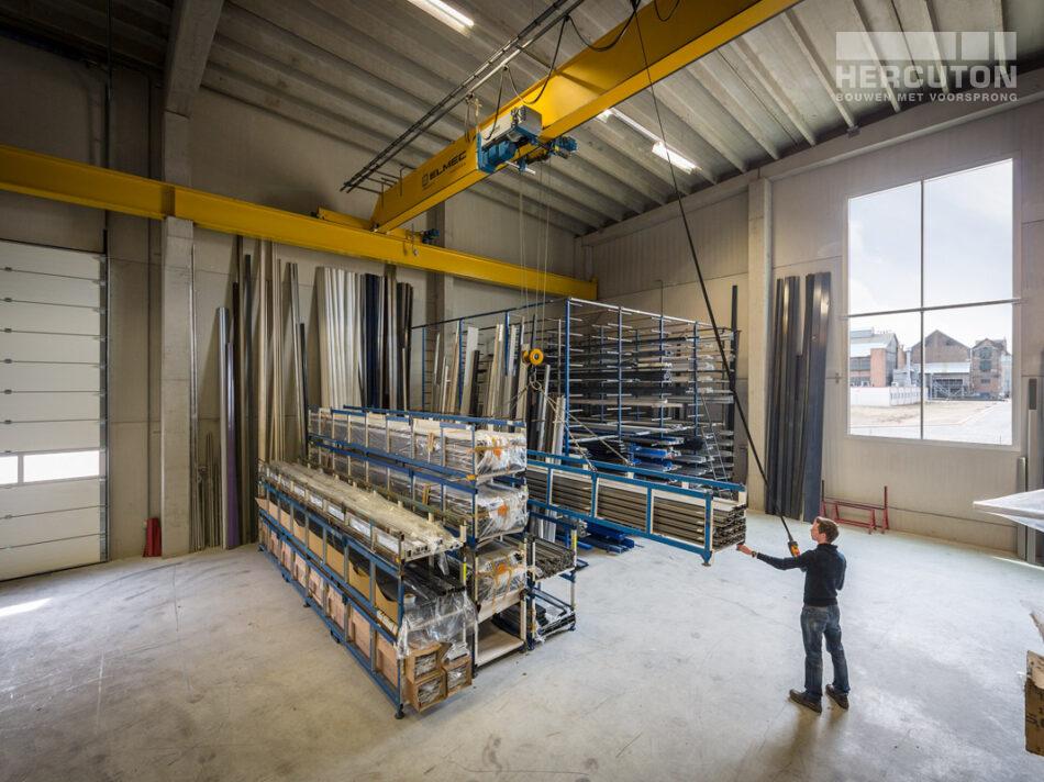 Hercuton realiseerde het kantoor met productiehal voor J.M. van Delft + zn. in Drunen. Het pand fungeert als gevelinspiratiecentrum. - productiehal
