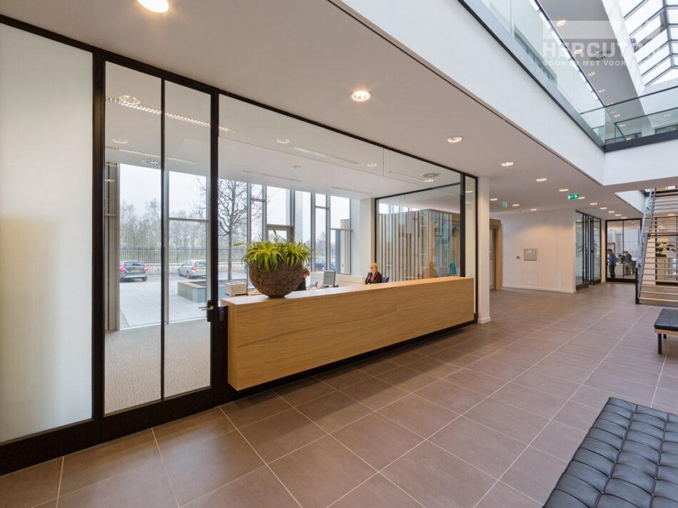 Hercuton realiseerde het kantoor met productiehal voor J.M. van Delft + zn. in Drunen. Het pand fungeert als gevelinspiratiecentrum. - interieur
