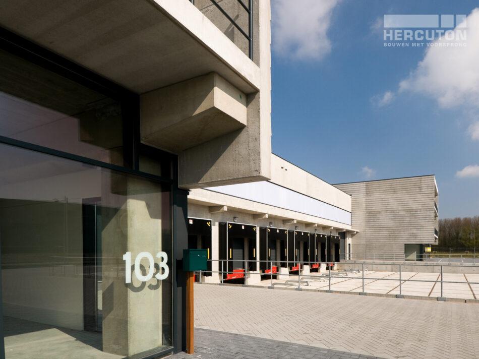 Bedrijfsruimtes met kantoren Kavel 4 & 5, Lutkemeer gebouwd door Hercuton uit Nieuwkuijk