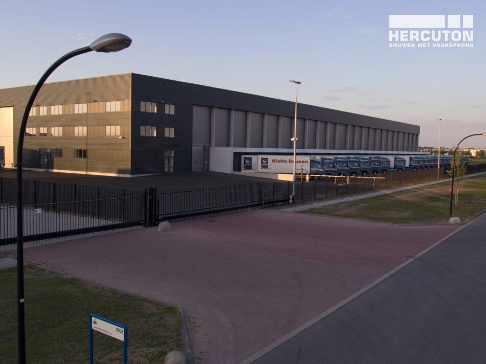 Hercuton realiseerde het distributiecentrum met kantoor en koelcellen voor Kivits Drunen B.V. Het betrof een Design & Build opdracht.