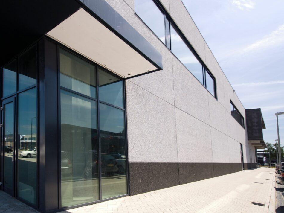 Architect H.W. van der Laan heeft de showroom van Koeleman ontworpen.