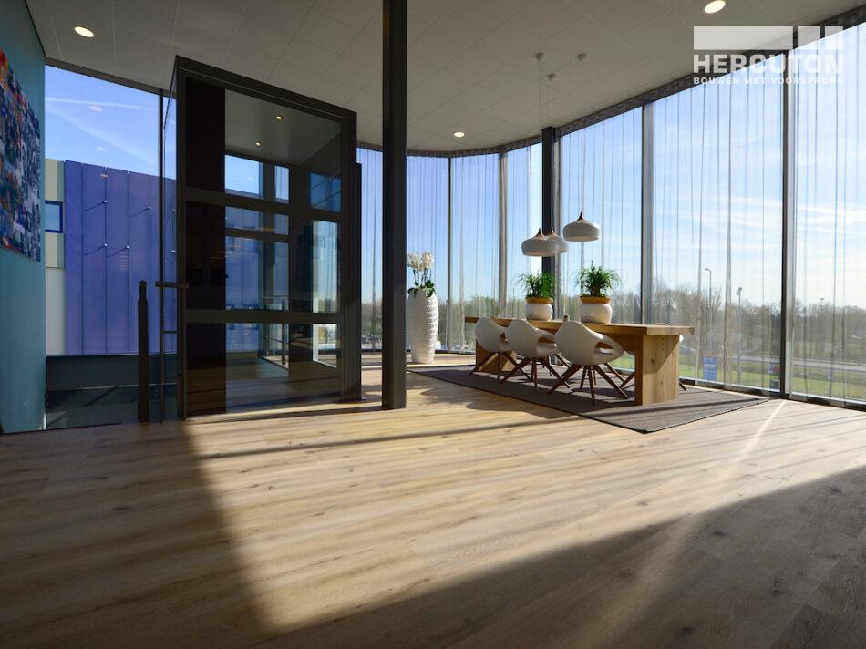 Nieuwbouw distributiecentrum met kantoor L&M Rijnsburg door Hercuton