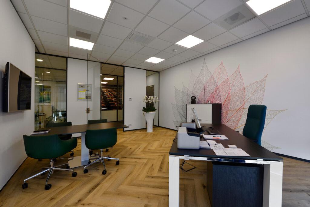 Distributiecentrum met kantoor L&M Rijnsburg gebouwd door Hercuton